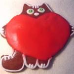 Кот с сердечком - расписной пряник