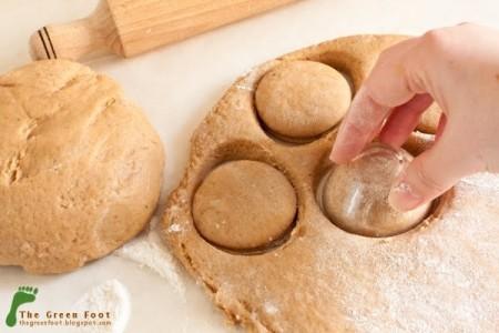 Кофейный пряник - вырезаем пряники в тесте